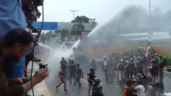 Madhya Pradesh: Bhopal police on Wednesday used water cannons and restored lathi-charge to disperse the protesting youth Congress members, who were marching towards the Chief Minister's house in protest against inflation, unemployment and rising prices of all commodities - Sputnik International