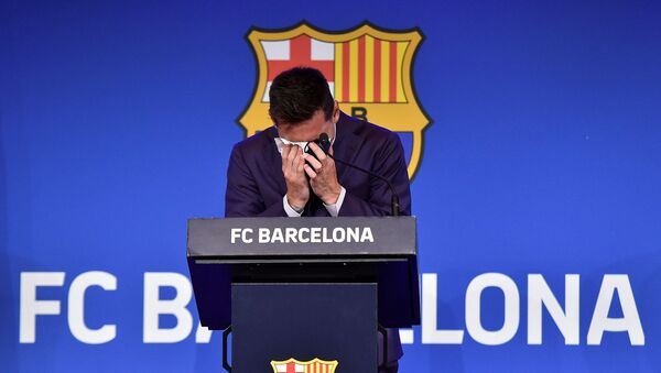 Barcelona's Argentinian forward Lionel Messi cries during a press conference at the Camp Nou stadium in Barcelona on August 8, 2021. - Sputnik International