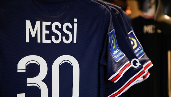 Paris St Germain Messi football jerseys are displayed inside a Paris St Germain shop in Paris, France, August 11, 2021. - Sputnik International