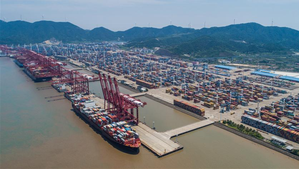 Aerial photo taken on July 12, 2017 shows the container pier of Zhoushan Port in Ningbo City, east China's Zhejiang Province. In the first half of 2017, Zhoushan Port handled 515 million tonnes cargoes, up 11.3 percent year-on-year, and 12.39 million TEU (twenty-foot equivalent unit) containers, up 14.6 percent year-on-year. - Sputnik International