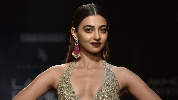 Indian Bollywood actress Radhika Apte showcases a creation by designer Punit Balana at the Lakmй Fashion Week (LFW) Winter Festive 2018 in Mumbai on August 26, 2018 - Sputnik International