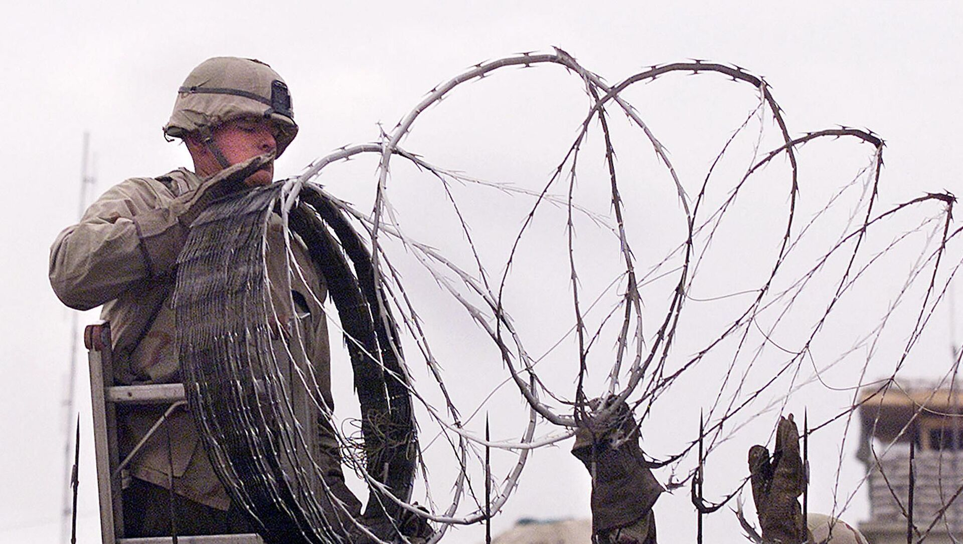 In this file photo a US Marine is given a hand using barbed wire to secure the walls the US embassy in Kabul on January 11, 2002. - The United States said on August 12, 2021 it was sending troops to the international airport in Afghanistan's capital Kabul to pull out US embassy staff as the Taliban makes rapid gains.We are further reducing our civilian footprint in Kabul in light of the evolving security situation, State Department spokesman Ned Price told reporters.This president prioritizes above all else the safety and security of Americans who are serving overseas, he said of Joe Biden, who has ordered a withdrawal of US troops from Afghanistan after nearly 20 years. - Sputnik International, 1920, 13.08.2021