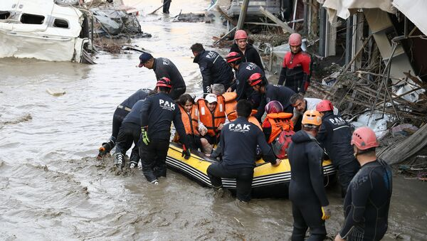 Search and Rescue team members evacuate locals during flash floods which have swept through towns in the Turkish Black Sea, in Bozkurt, a town in Kastamonu province, Turkey, 12 August 2021.  - Sputnik International