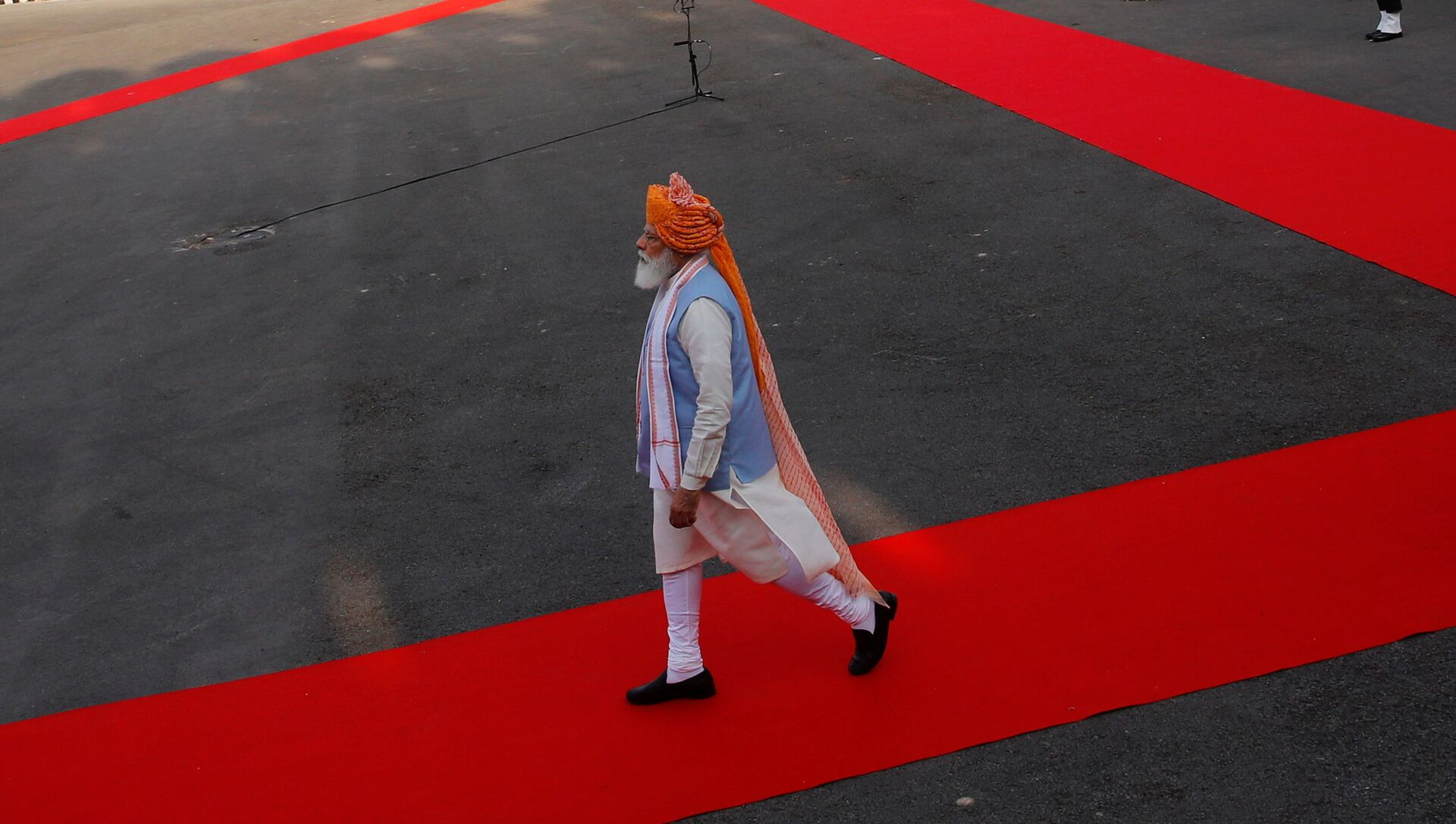 Indian Prime Minister Narendra Modi walks after inspecting the honour guard during Independence Day celebrations at the historic Red Fort in Delhi, India, August 15, 2021.  - Sputnik International, 1920, 15.08.2021