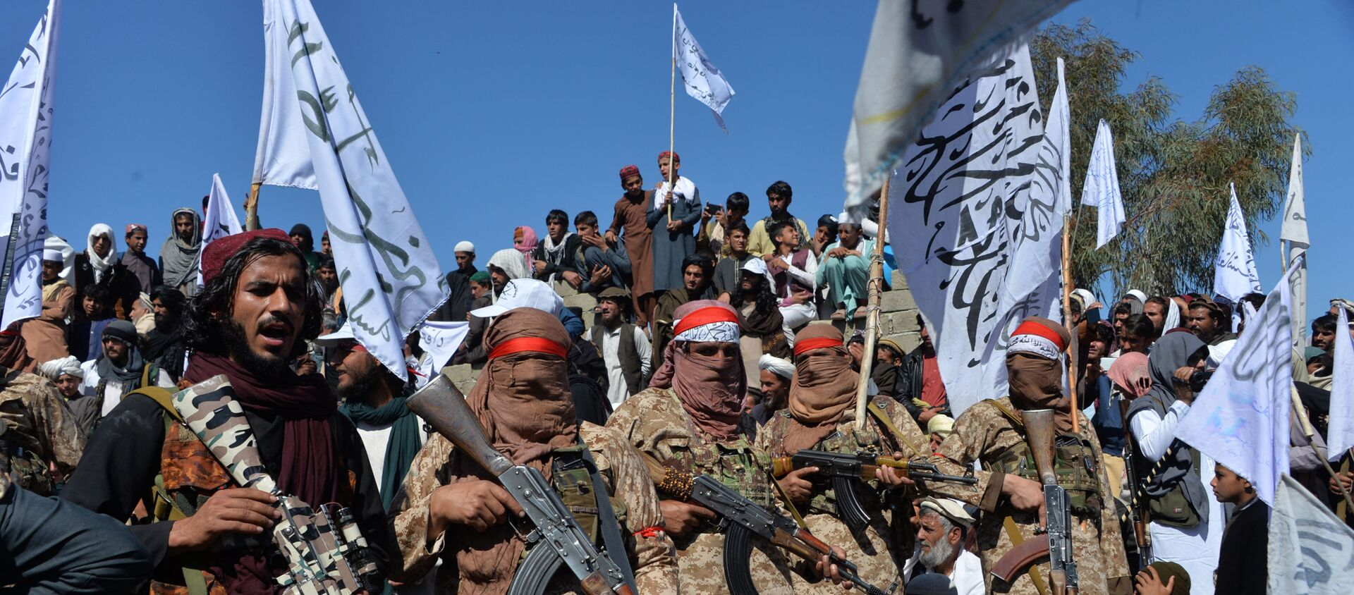 Afghan Taliban militants and villagers attend a gathering as they celebrate the peace deal and their victory in the Afghan conflict on US in Afghanistan, in Alingar district of Laghman Province on March 2, 2020 - Sputnik International, 1920, 16.08.2021