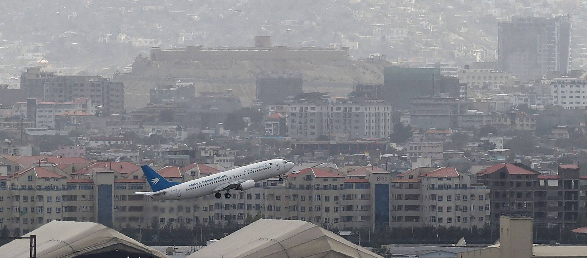 This picture taken on August 14, 2021 shows an Ariana Afghan Airlines aircraft taking-off from the airport in Kabul. - Sputnik International, 1920