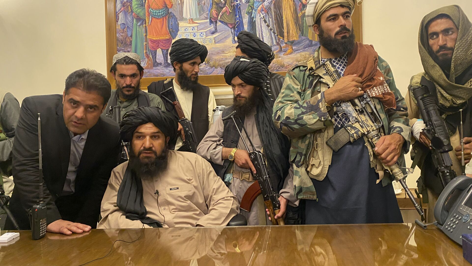Taliban fighters take control of Afghan presidential palace after the Afghan President Ashraf Ghani fled the country, in Kabul, Afghanistan, Sunday, Aug. 15, 2021. - Sputnik International, 1920, 15.08.2021