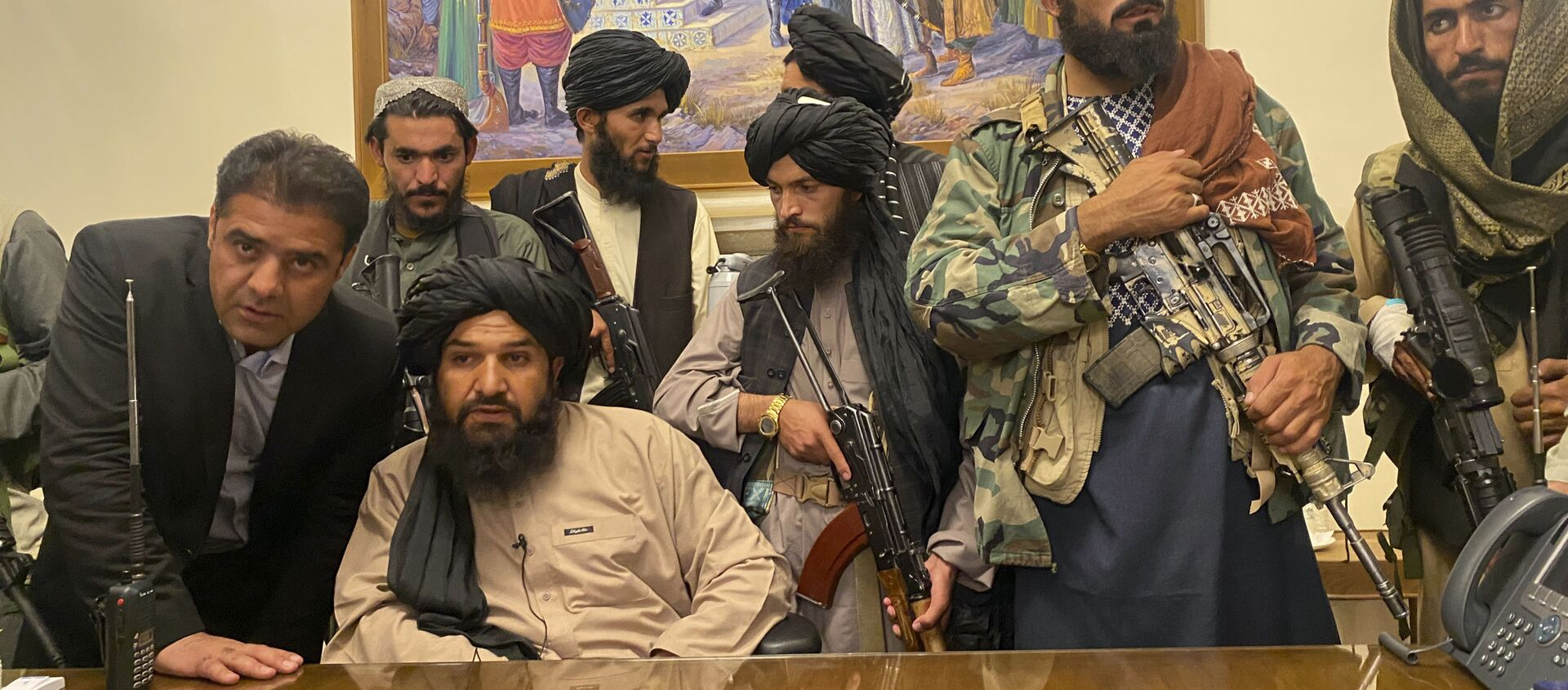Taliban fighters take control of Afghan presidential palace after the Afghan President Ashraf Ghani fled the country, in Kabul, Afghanistan, Sunday, Aug. 15, 2021. - Sputnik International, 1920
