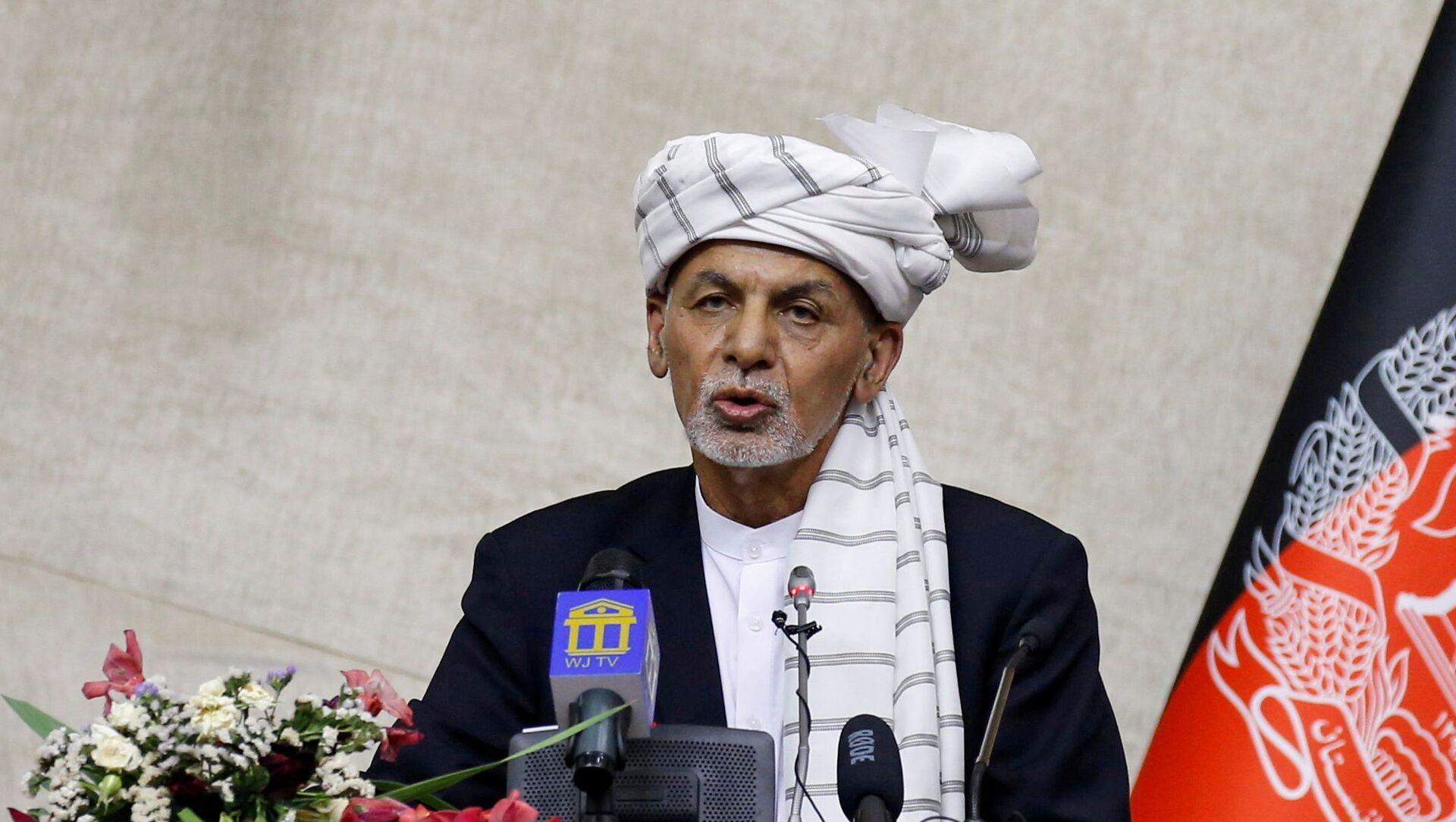 Afghan President Ashraf Ghani speaks at the parliament in Kabul, Afghanistan August 2, 2021 - Sputnik International, 1920, 16.08.2021