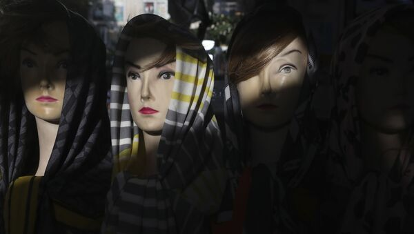 Mannequin heads dressed with head scarves at a shop in a commercial district in downtown Tehran, Iran, Saturday, July 17, 2021. - Sputnik International