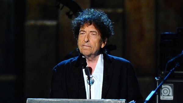 Bob Dylan accepts the 2015 MusiCares Person of the Year award at the 2015 MusiCares Person of the Year show in Los Angeles.  - Sputnik International