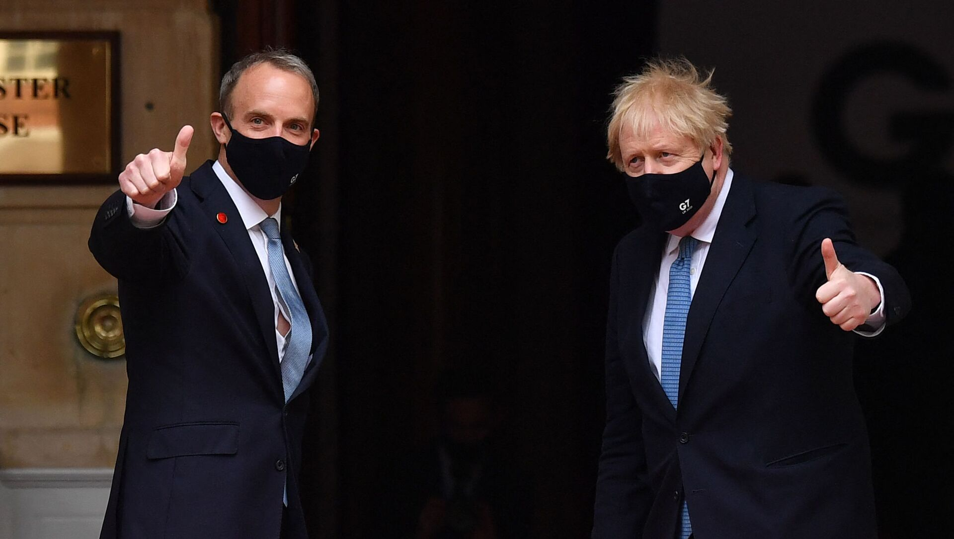 Britain's Prime Minister Boris Johnson (R) poses with Britain's Foreign Secretary Dominic Raab as he arrives at the G7 foreign ministers meeting in London on May 5, 2021 - Sputnik International, 1920, 17.08.2021