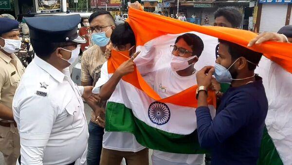 TMC Police has arrested our Siliguri MLA and other Yuva Morcha karyakartas while they were carrying the National Flag celebrating the 75th Independence Year - 'Azadi ka Amrit Mahotsav' - Sputnik International