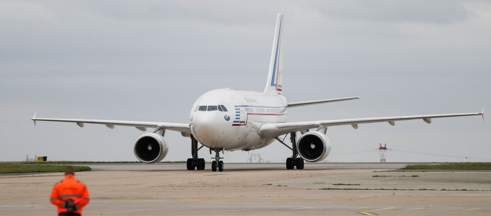 A plane carrying people who have been evacuated from Afghanistan taxis on the tarmac at Roissy Charles-de-Gaulle airport after Taliban insurgents entered Afghanistan's capital Kabul, in Paris, France, August 17, 2021. - Sputnik International, 1920