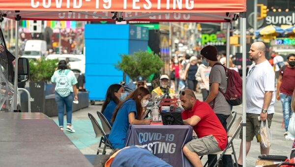 People sign up to take a coronavirus disease (COVID-19) test at a mobile testing van in Times Square in New York City, U.S., August 16, 2021.  - Sputnik International