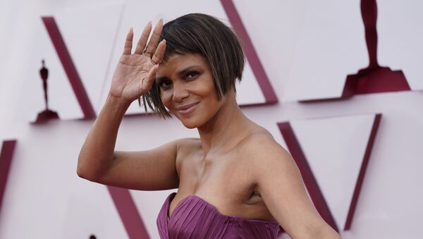 Halle Berry arrives at the Oscars on Sunday, April 25, 2021, at Union Station in Los Angeles. - Sputnik International