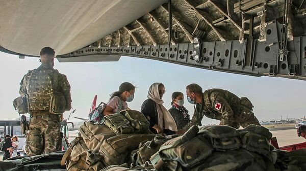 British citizens and dual nationals residing in Afghanistan board a military plane for evacuation from Kabul airport, Afghanistan August 16, 2021, in this handout picture obtained by Reuters on August 17, 2021. - Sputnik International