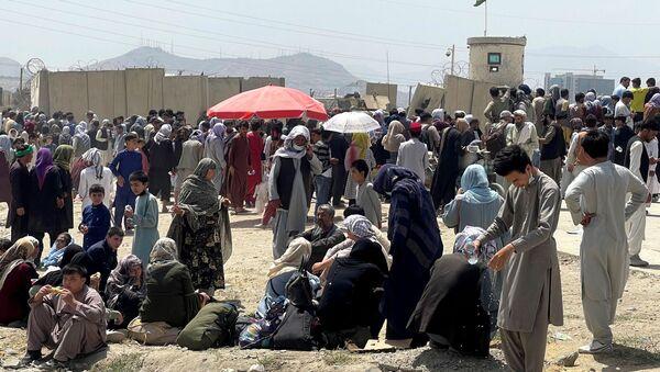 People wait outside Hamid Karzai International Airport in Kabul, Afghanistan August 17, 2021. - Sputnik International