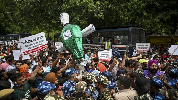 Activists of India's ruling Bharatiya Janata Party (BJP) carry an effigy of Pakistani  prime minister Imran Khan during a protest against a Pakistani hardliner group in New Delhi on August 18, 2021, after a nine-feet bronze statue of Sikh ruler Maharaja Ranjit Singh was reportedly vandalised at the Lahore Fort in Pakistan's Punjab province - Sputnik International