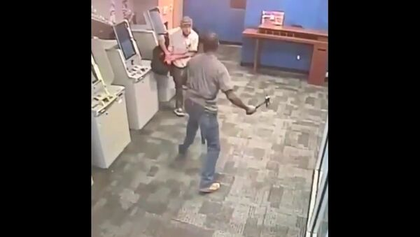 GRAPHIC: Police in New York City are trying to identify & find a black male suspect who randomly hacked a victim using a hatchet inside Chase Bank in the financial district on 15 Aug. - Sputnik International