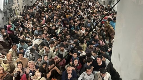 A U.S. Air Force C-17 Globemaster III safely transported approximately 640 Afghan citizens from Hamid Karzai International Airport Aug. 15, 2021. - Sputnik International