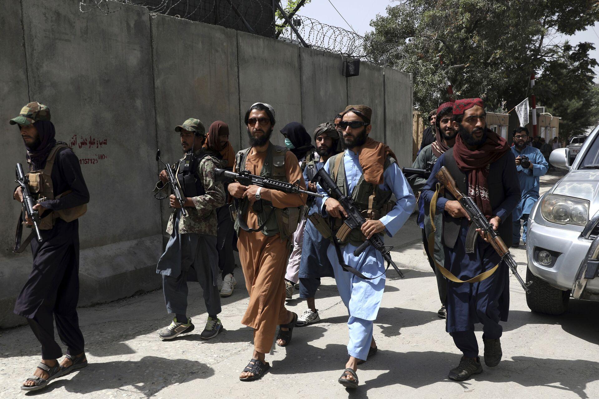 Taliban fighters patrol in Wazir Akbar Khan neighborhood in the city of Kabul, Afghanistan, Wednesday, Aug. 18, 2021. - Sputnik International, 1920, 07.09.2021