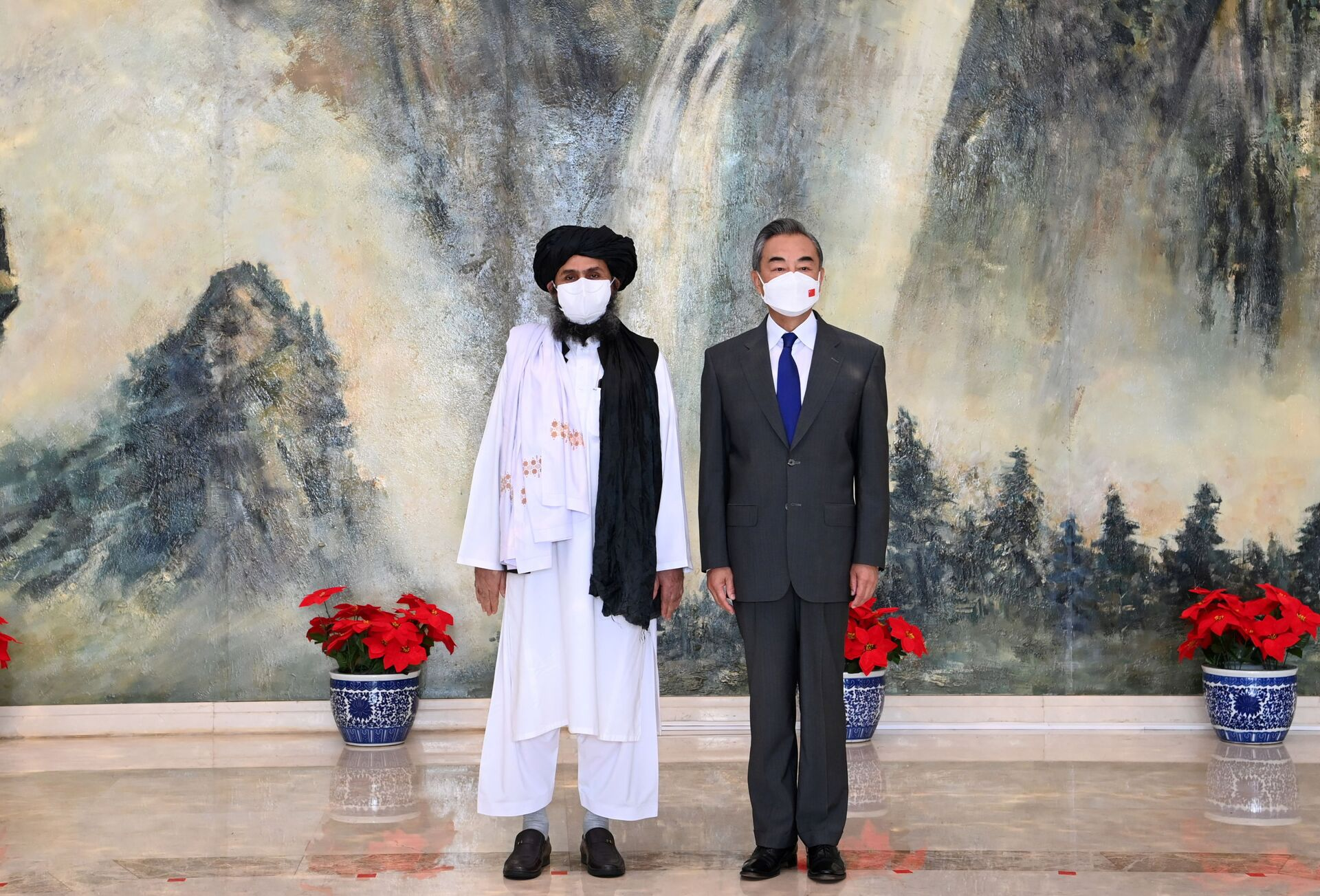Chinese State Councilor and Foreign Minister Wang Yi meets with Mullah Abdul Ghani Baradar, political chief of Afghanistan's Taliban, in Tianjin, China July 28, 2021. Picture taken July 28, 2021. - Sputnik International, 1920, 07.09.2021