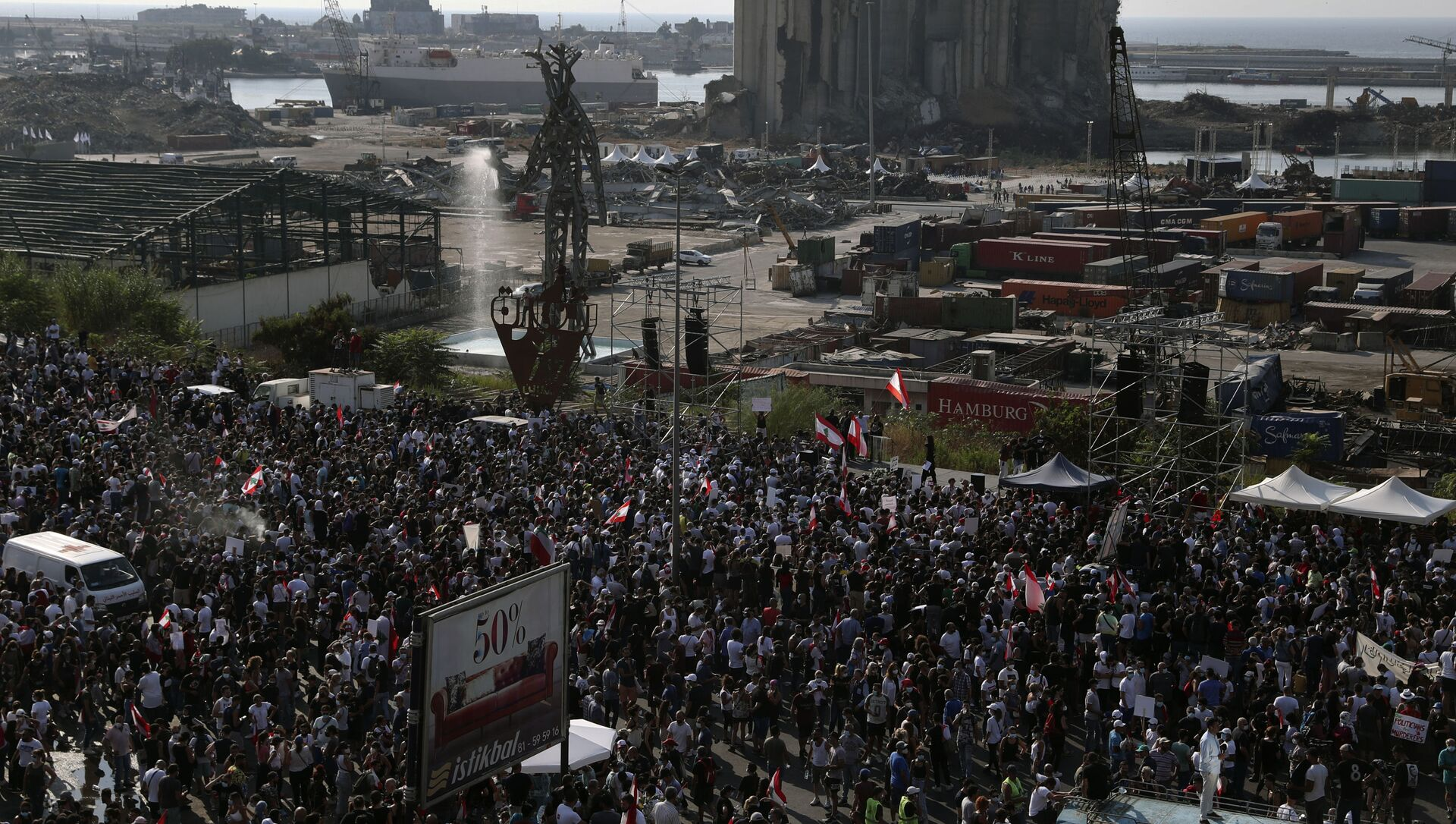 People gather outside the port to mark the first anniversary of the massive blast at Beirut's port, in Beirut, Lebanon, Wednesday, Aug. 4, 2021. - Sputnik International, 1920, 21.08.2021