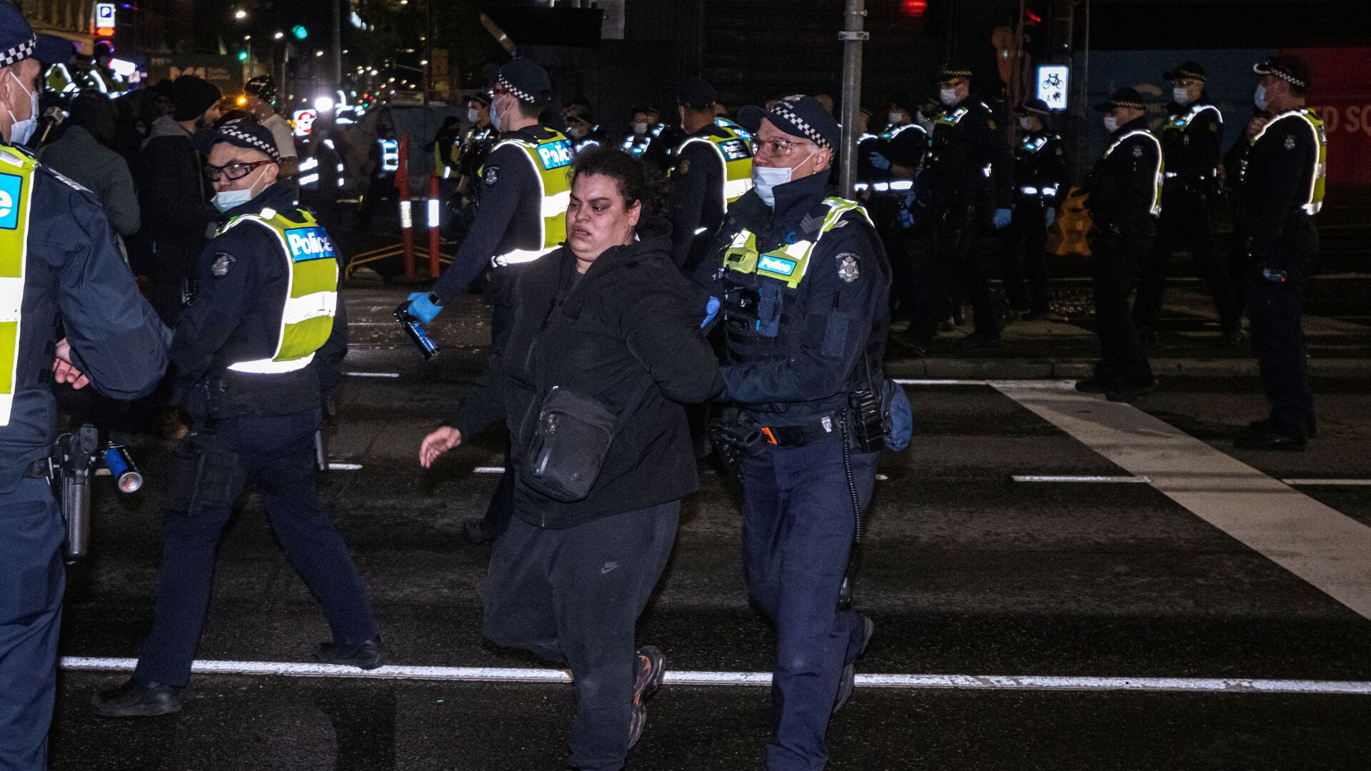 Protesters rally against a COVID-19 lockdown in Melbourne - Sputnik International, 1920, 18.09.2021