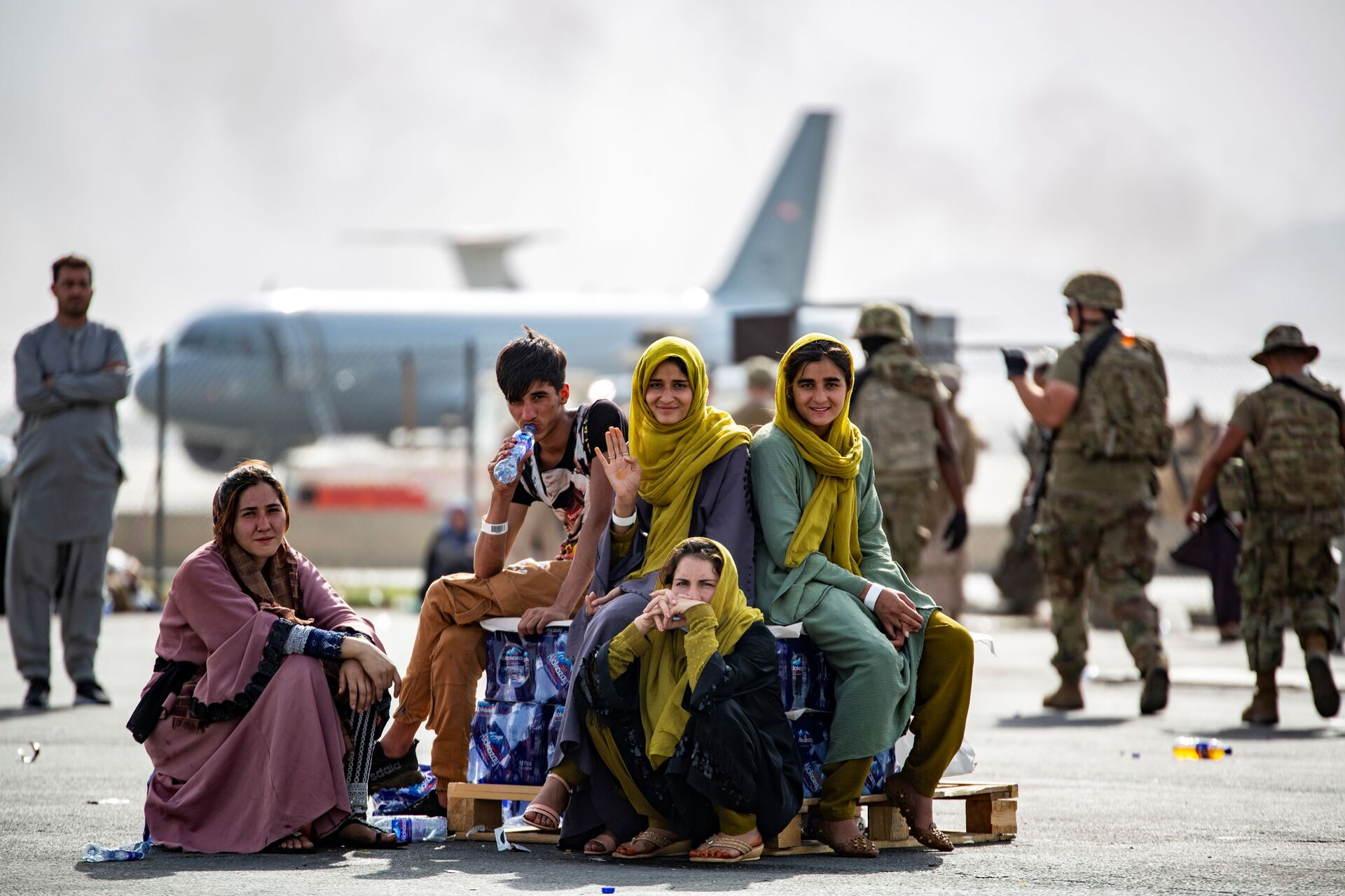 Evacuee children wait for the next flight after being manifested at Hamid Karzai International Airport, in Kabul, Afghanistan, August 19, 2021 - Sputnik International, 1920, 15.09.2021