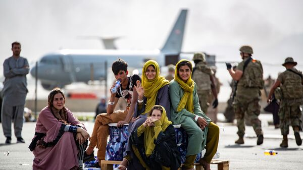 Evacuee children wait for the next flight after being manifested at Hamid Karzai International Airport, in Kabul, Afghanistan, August 19, 2021 - Sputnik International