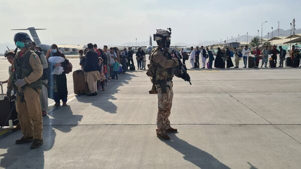 Afghan evacuees queue before boarding Italy's military aircraft C130J during evacuation at Kabul's airport, Afghanistan, August 22, 2021 - Sputnik International