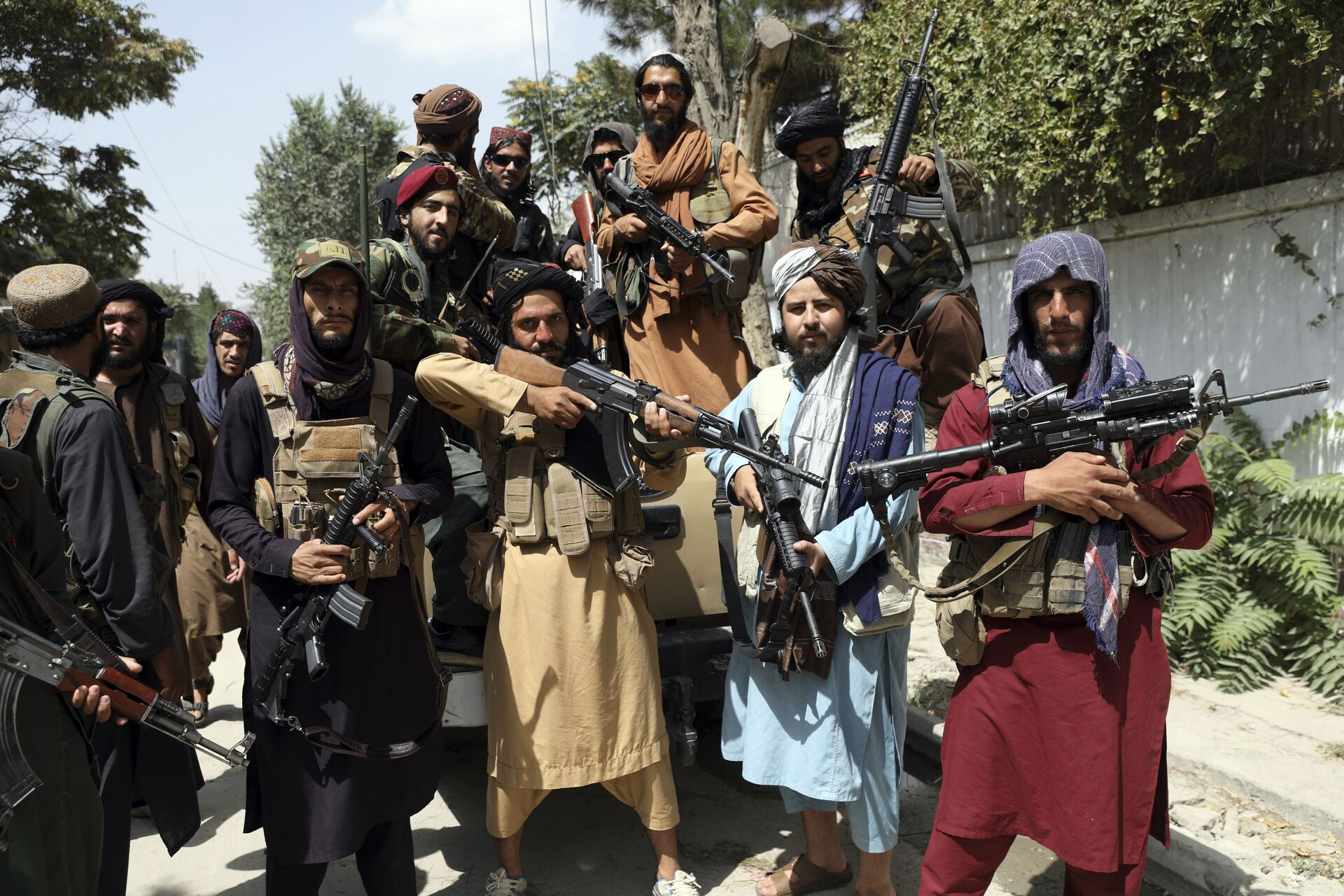 Taliban fighters pose for a photograph in Kabul, Afghanistan, Thursday, Aug. 19, 2021 - Sputnik International, 1920, 07.09.2021