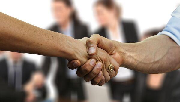 Woman shaking hands with a man - Sputnik International