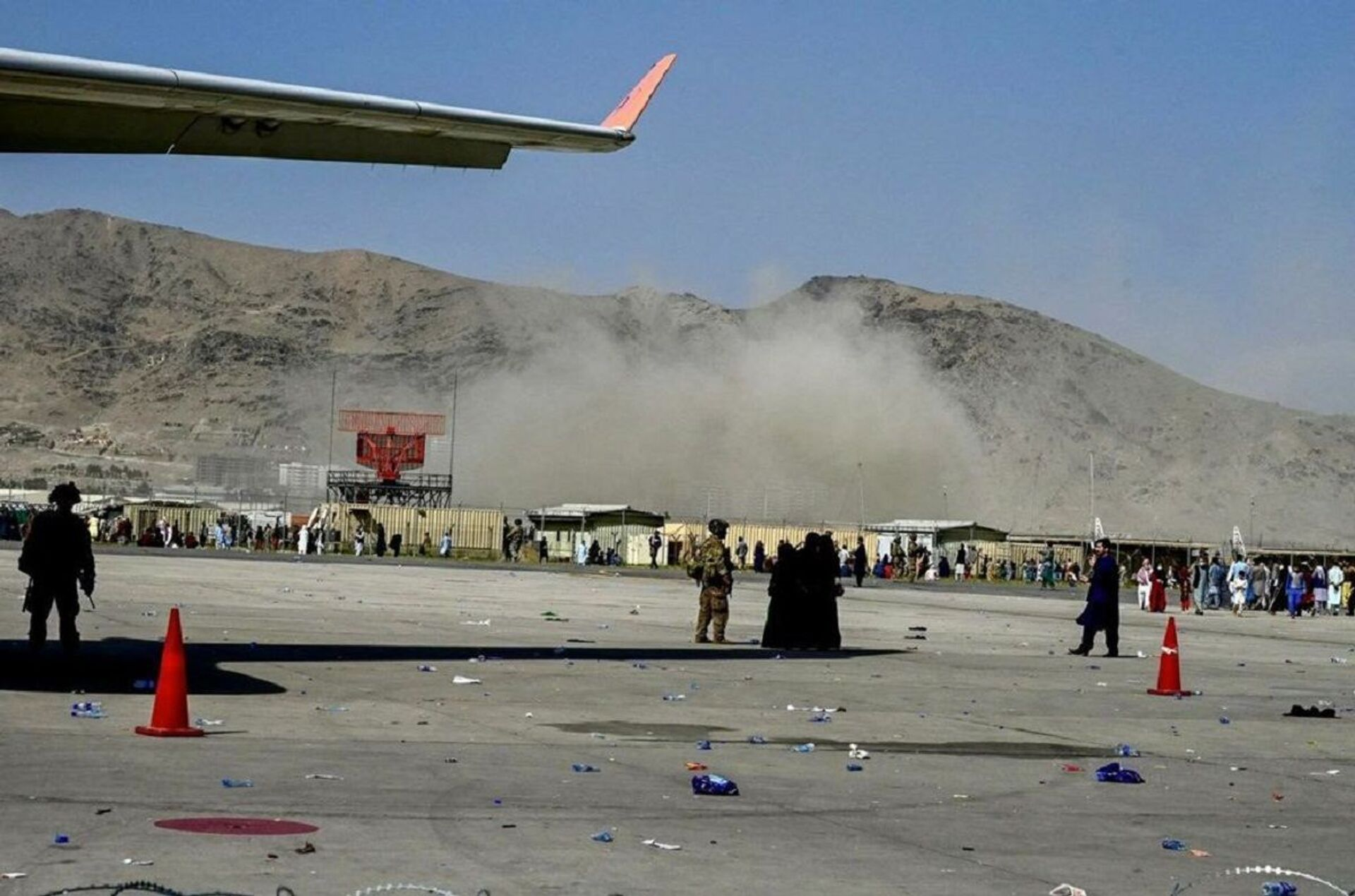 The moment when the explosion occurred at Kabul airport - Sputnik International, 1920, 07.09.2021