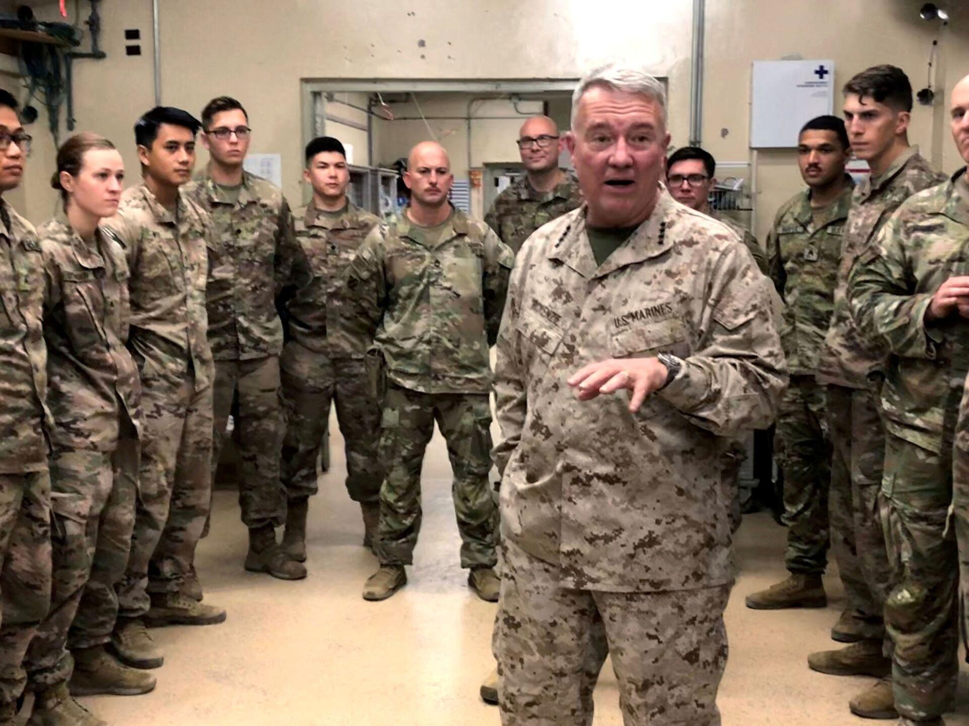 Marine General Kenneth McKenzie, head of U.S. Central Command, speaks with U.S. troops while visiting Forward Operating Base Fenty in Jalalabad, Afghanistan, September 9, 2019 - Sputnik International, 1920, 07.09.2021