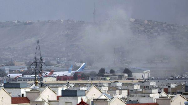 Дым от взрыва возле аэропорта в Кабуле, Афганистан - Sputnik International