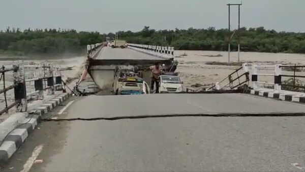 Flood bridge collapse - Sputnik International
