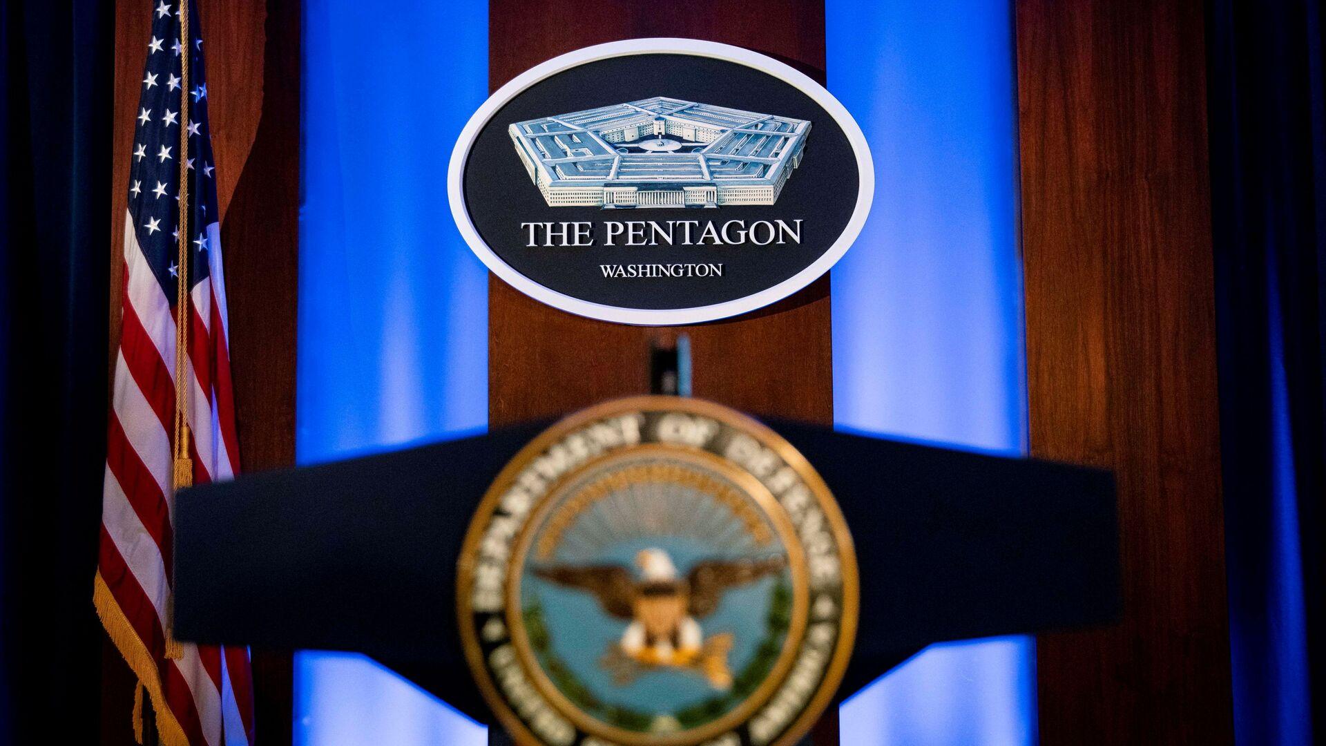 The Pentagon logo is seen behind the podium in the briefing room at the Pentagon in Arlington, Virginia, U.S., January 8, 2020.  - Sputnik International, 1920, 28.08.2021
