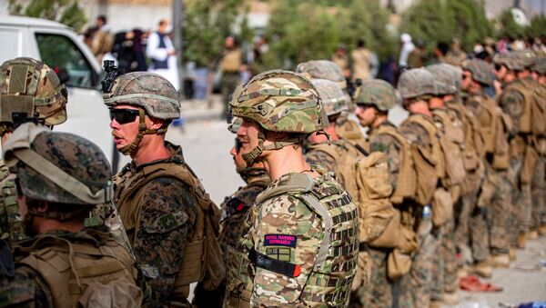 British Royal Marine Commandos and U.S. Marines assigned to the 24th Marine Expeditionary Unit work at an Evacuation Control Center (ECC) during an evacuation at Hamid Karzai International Airport, Kabul, Afghanistan, August 18, 2021 - Sputnik International