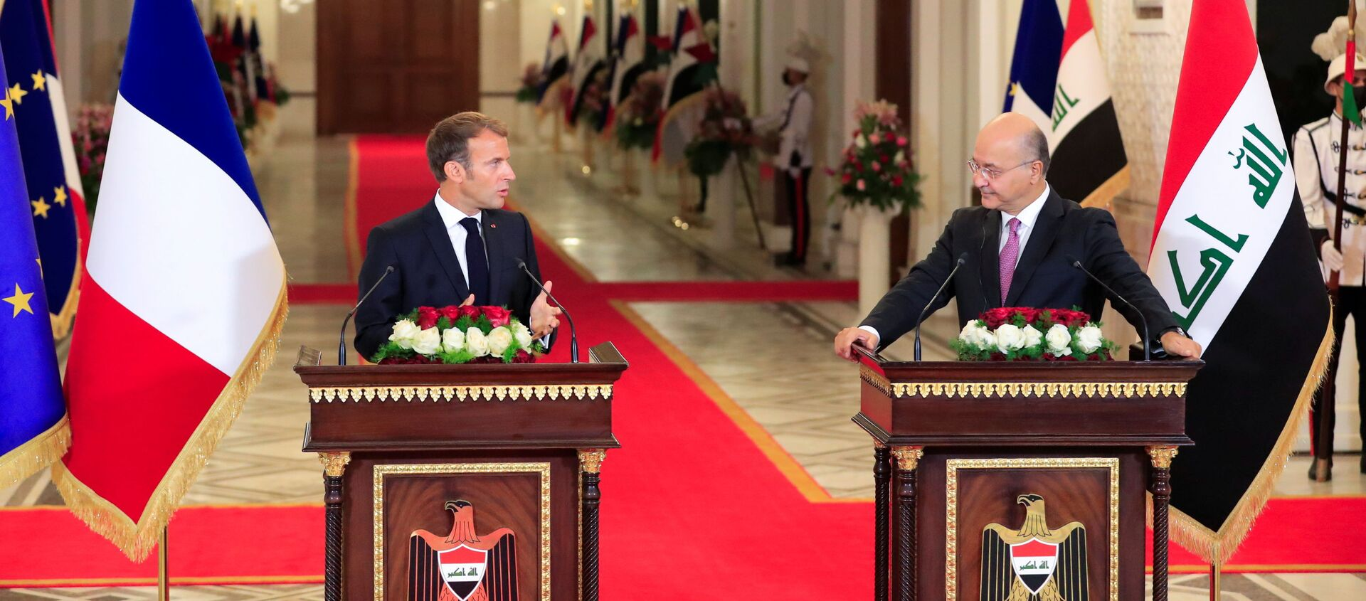 Iraq's President Barham Salih and France's President Emmanuel Macron attend a news conference ahead of the Baghdad summit at the Green Zone in Baghdad, Iraq August 28, 2021 - Sputnik International, 1920, 28.08.2021