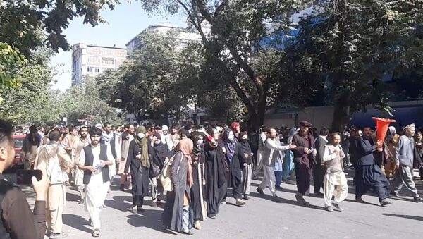 People march in protest near the Central Kabul Bank, in Kabul, Afghanistan, August 28, 2021, - Sputnik International