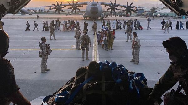 Afghan collaborators, their families, Spanish soldiers and members of the embassy board a Spanish military plane as part of their evacuation, at the Hamid Karzai International Airport in Kabul, Afghanistan, August 27, 2021 - Sputnik International