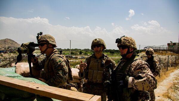 U.S. Marines and German service member watch an entry gate during an evacuation at Hamid Karzai International Airport, Kabul, Afghanistan, August 28, 2021. - Sputnik International