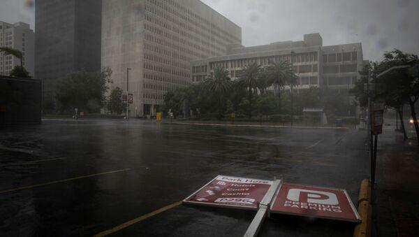 A parking sign lies in the street as Hurricane Ida makes landfall in Louisiana, in New Orleans, Louisiana, U.S. August 29, 2021. - Sputnik International