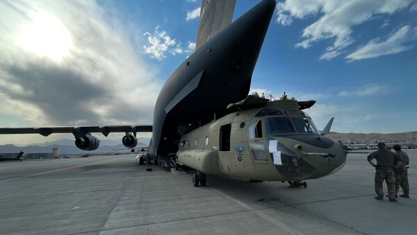 A CH-47 Chinook from the 82nd Combat Aviation Brigade, 82nd Airborne Division is loaded onto a U.S. Air Force C-17 Globemaster III at Hamid Karzai International Airport in Kabul, Afghanistan, August 28. The Chinook. is one of the pieces of equipment returning to the U.S. as the military mission in Afghanistan comes to an end. - Sputnik International