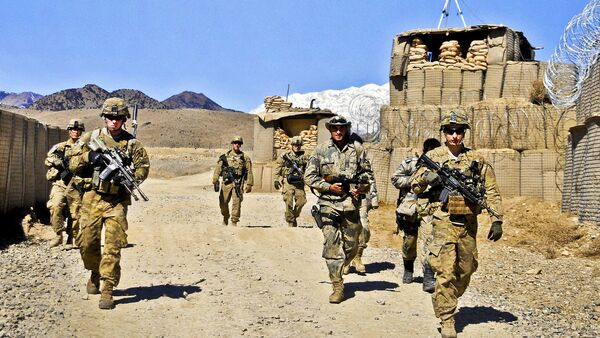 U.S. Army soldiers prepare to conduct security checks near the Pakistan border at Combat Outpost Dand Patan in Afghanistan's Paktya province (File) - Sputnik International
