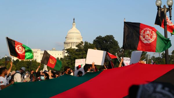 Protesters holding Afghanistan flags take part in a demonstration challenging the transparency of the evacuation process from Kabul Airport, near the U.S. Capitol, in Washington, U.S., August 28, 2021. REUTERS/Tom Brenner - Sputnik International