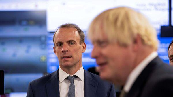 Britain's Prime Minister Boris Johnson and Foreign Secretary Raab visit FCDO Crisis Centre in London - Sputnik International