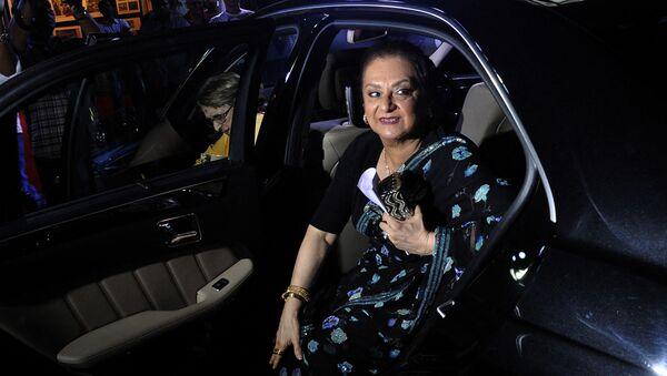 Veteran Bollywood actress Saira Banu arrives for the inauguration of a collection of cinema artwork of her husband and veteran actor, Dilip Kumar, in Mumbai on 1 December 2015. - Sputnik International